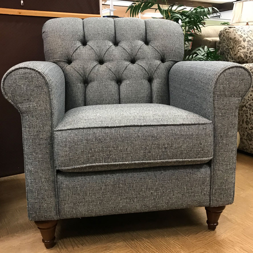Classic button tufted chair