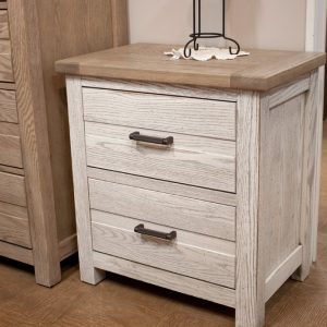 Gorgeous oak bedroom in 3 finishes end table
