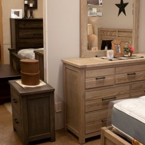 Gorgeous oak bedroom in 3 finishes end table and bureau
