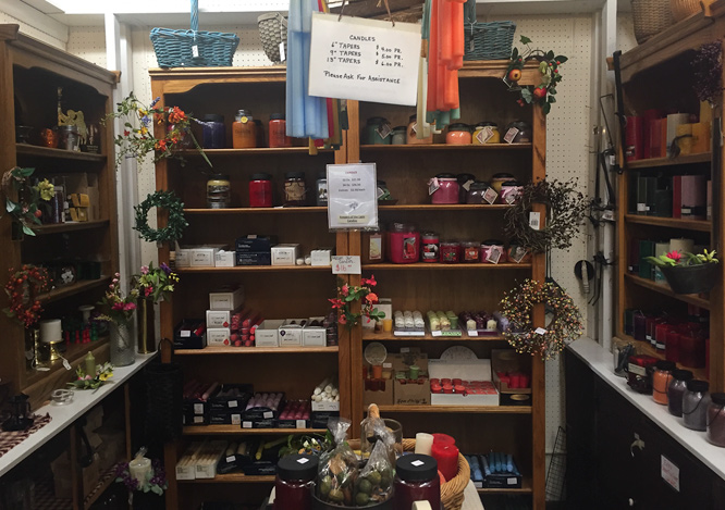 candles-in-accessory-shop