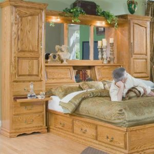 Featured Red Star Special: Oak pier wall in queen size with all the accompanying pieces. Famous manufacturer Furniture Traditions has closed its factory.