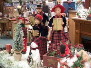 miniature-carolers-in-gift-shop